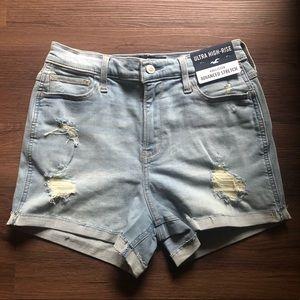 NWT Ultra High rise Hollister jean shorts